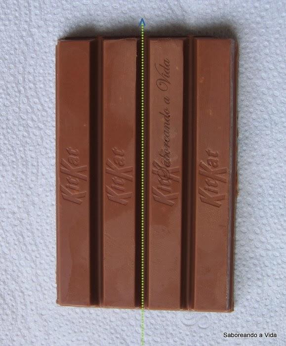 Saboreando barra de chocolate - 1 2