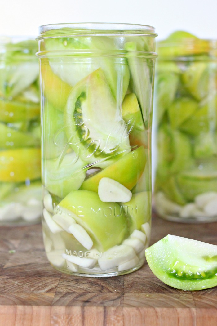 mama loves food easy pickled green tomatoes how to pickle green tomatoes in the refrigerator. Black Bedroom Furniture Sets. Home Design Ideas