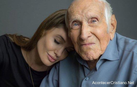 """Angelina Jolie y Louis Zamperini de la película """"inquebrantable"""""""