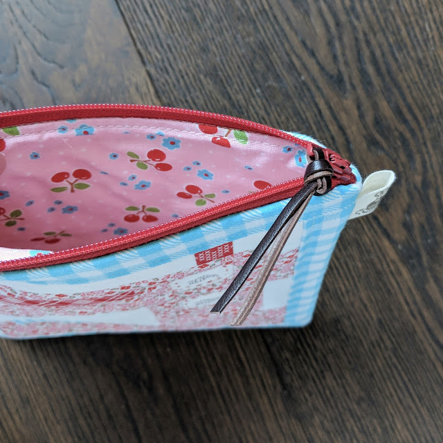 Sewing Machine Pouch by Heidi Staples for Fabric Mutt from Spelling Bee by Lori Holt