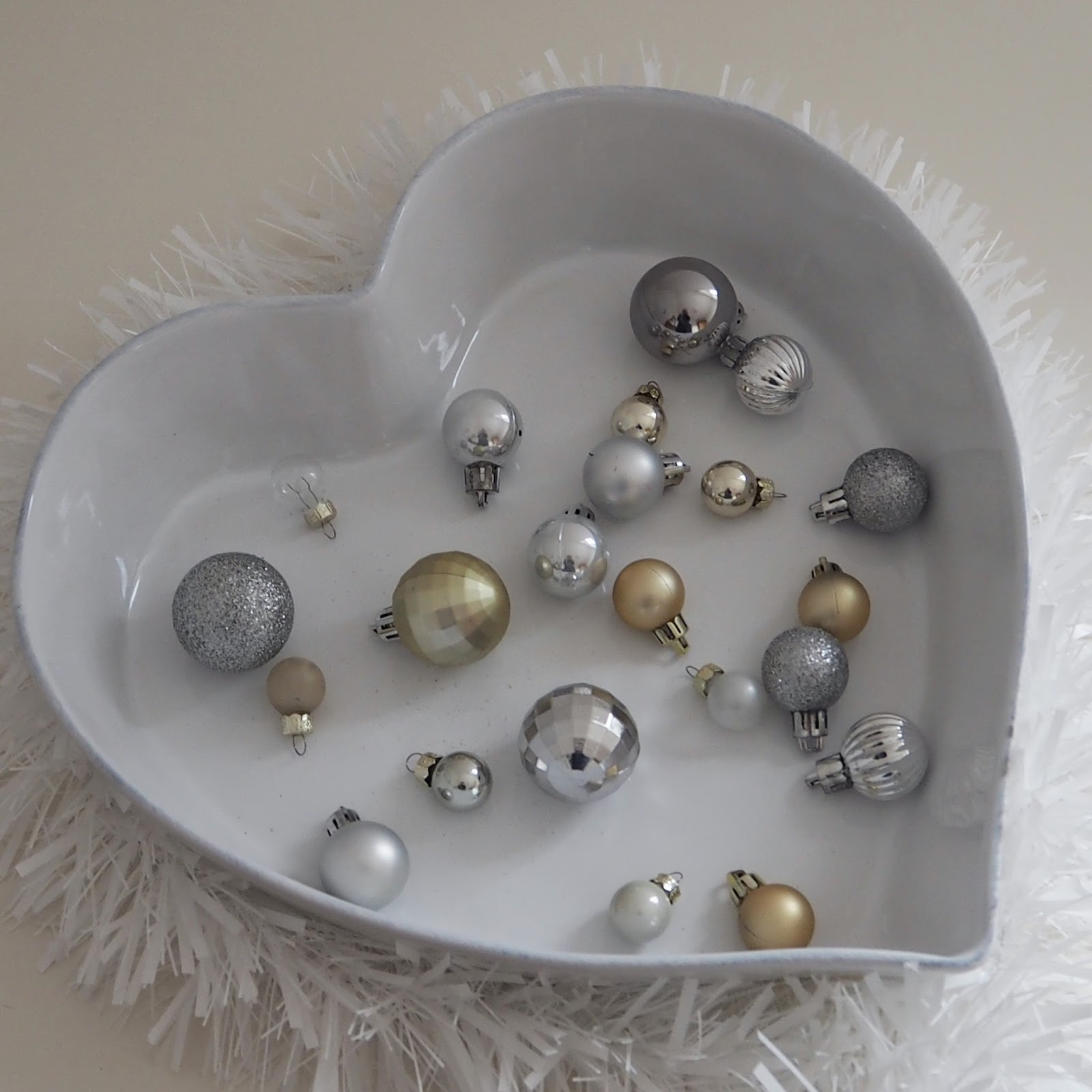 Christmas gift guide, The White Company Heart shaped dish