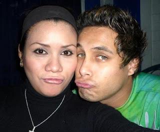 Foto de Jonathan Rojas posando con su ex amor Karen Aponte