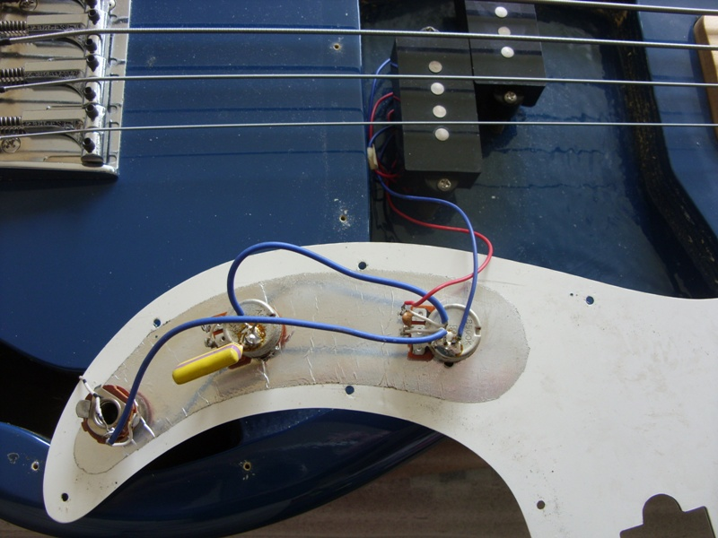 m0wye\u0027s blog hohner arbor series bass guitar circuitcarefully removing the scratch plate screws and looking at the writing on them gives the value, but not the \