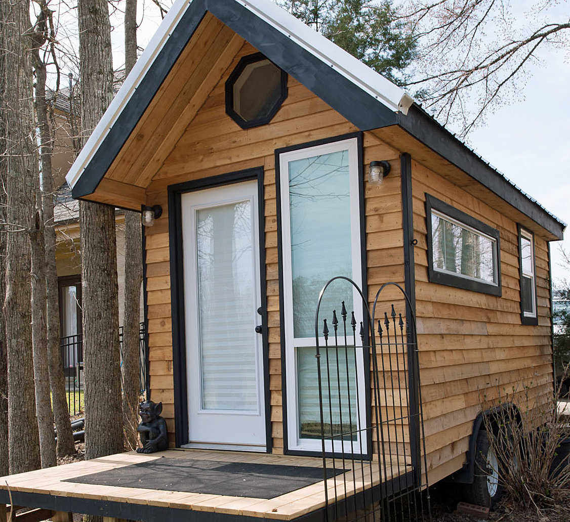 TINY HOUSE TOWN: Mendy's Tiny Home (128 Sq Ft