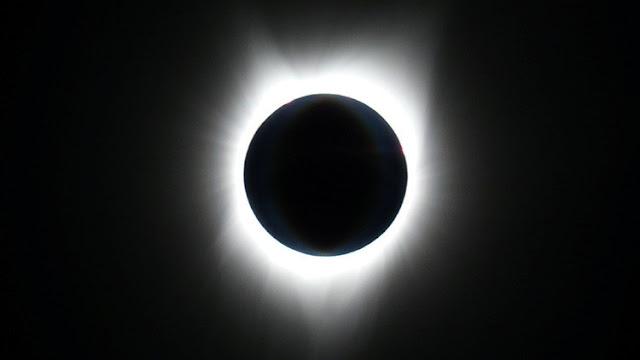 """Aseguran que el eclipse total de sol generó una """"súper visión nocturna"""" en quienes lo observaron"""