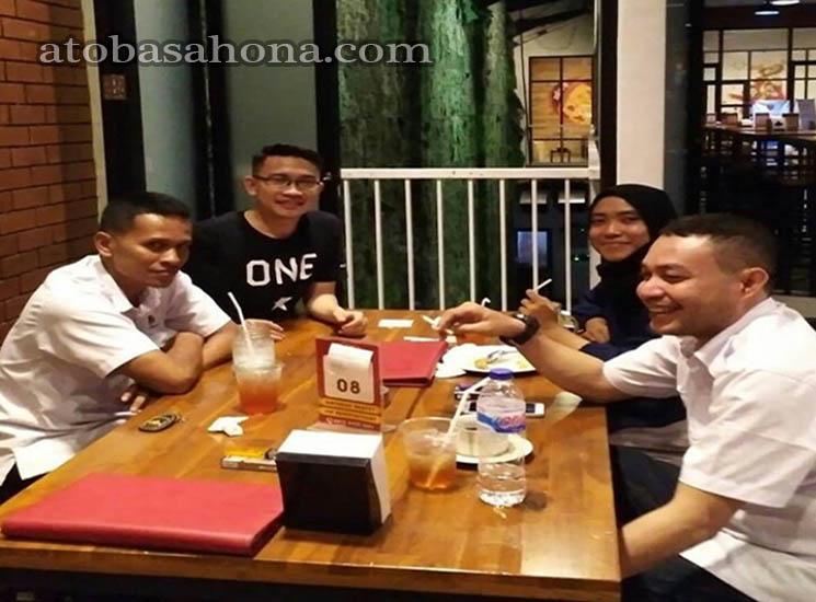 What's Up Cafe di Kawasan Megamas Manado, Nongkrong Meriah