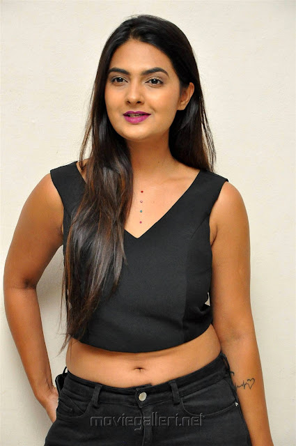 Neha Deshpande Hot Navel Show Picture in Black Top And Jeans
