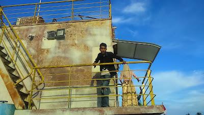 """""""Arief di Kapal Apung"""""""