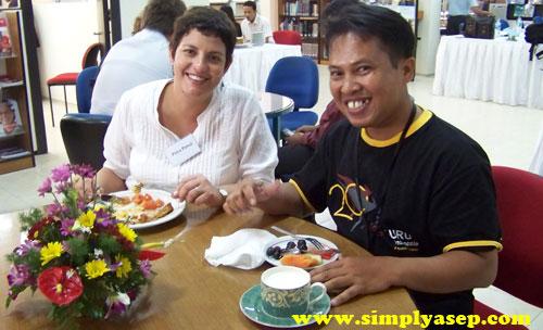 STAKEHOLDER :  Bersama Priya Powel dari IALF pada pertemuan dengan pemehang saham dan sponsor KangGuru Indonesia,  Bali, bulan Oktober 2008. Dokumentasi Pribadi