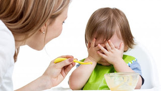 bambino rifiuta cibo
