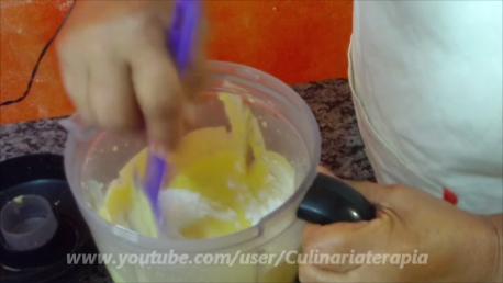 Tortinha cremosa de milho com presunto. Rápida e fácil.