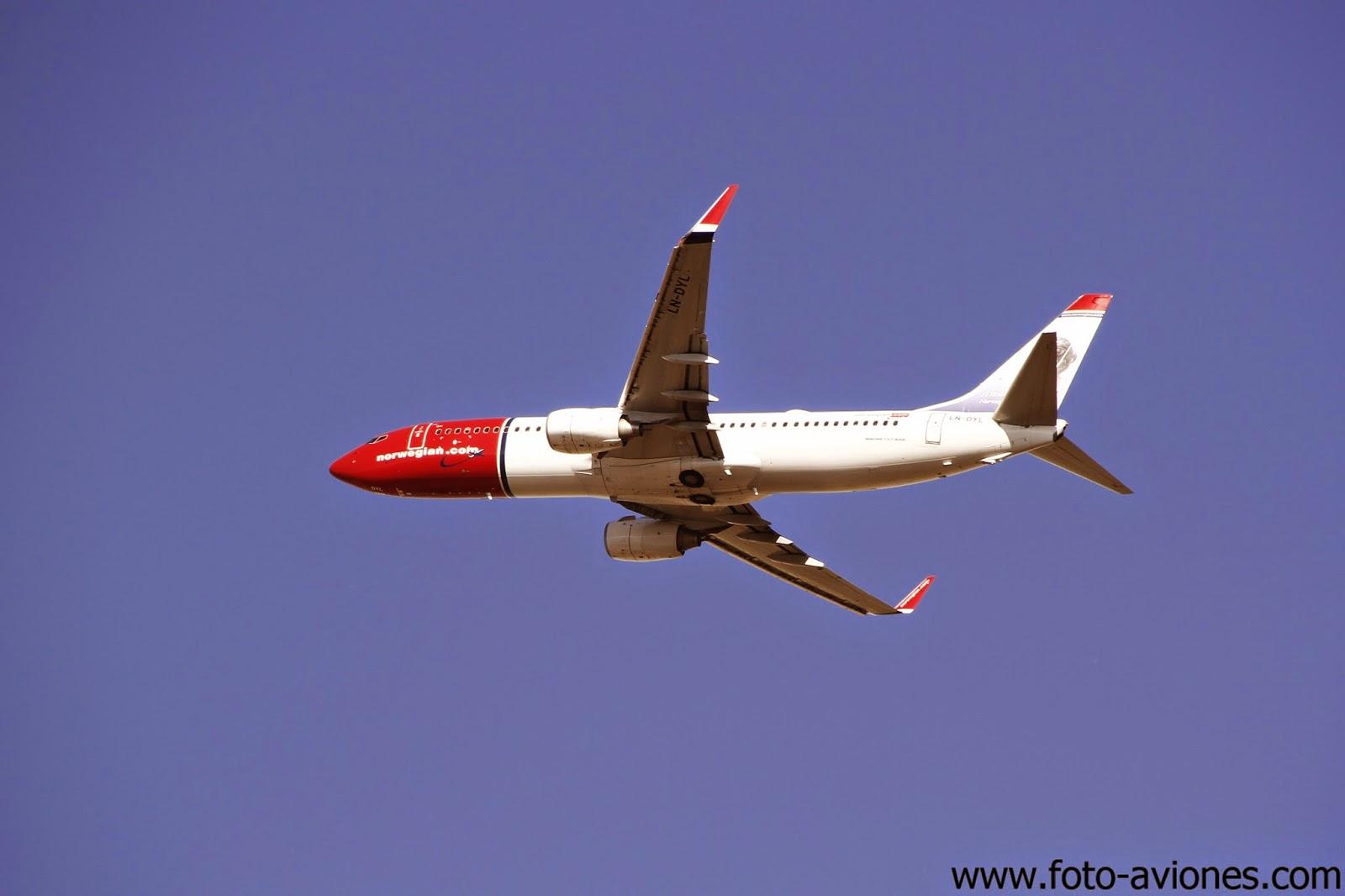 Boeing 737 / LN-DYL