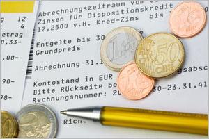 bedfb70374 Σημαντικές αυξήσεις στα τέλη πιστωτικών καρτών και των τρ. λογαριασμών  τρέχουσων συναλλαγών (Girokonto) διαπίστωσε η εταιρεία FMH σε έρευνα που  έκανε σε 61 ...