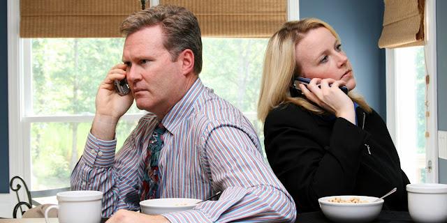 Sama-sama Sibuk Kerja? Lakukan Tips Berikut agar Hubungan tetap Harmonis