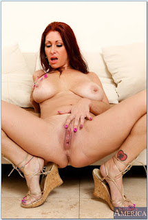 Tiffany-Mynx-%3A-Fucking-in-the-couch-with-her-average-body-%23%23-NAUGHTY-AMERICA-t6vw1exmpx.jpg