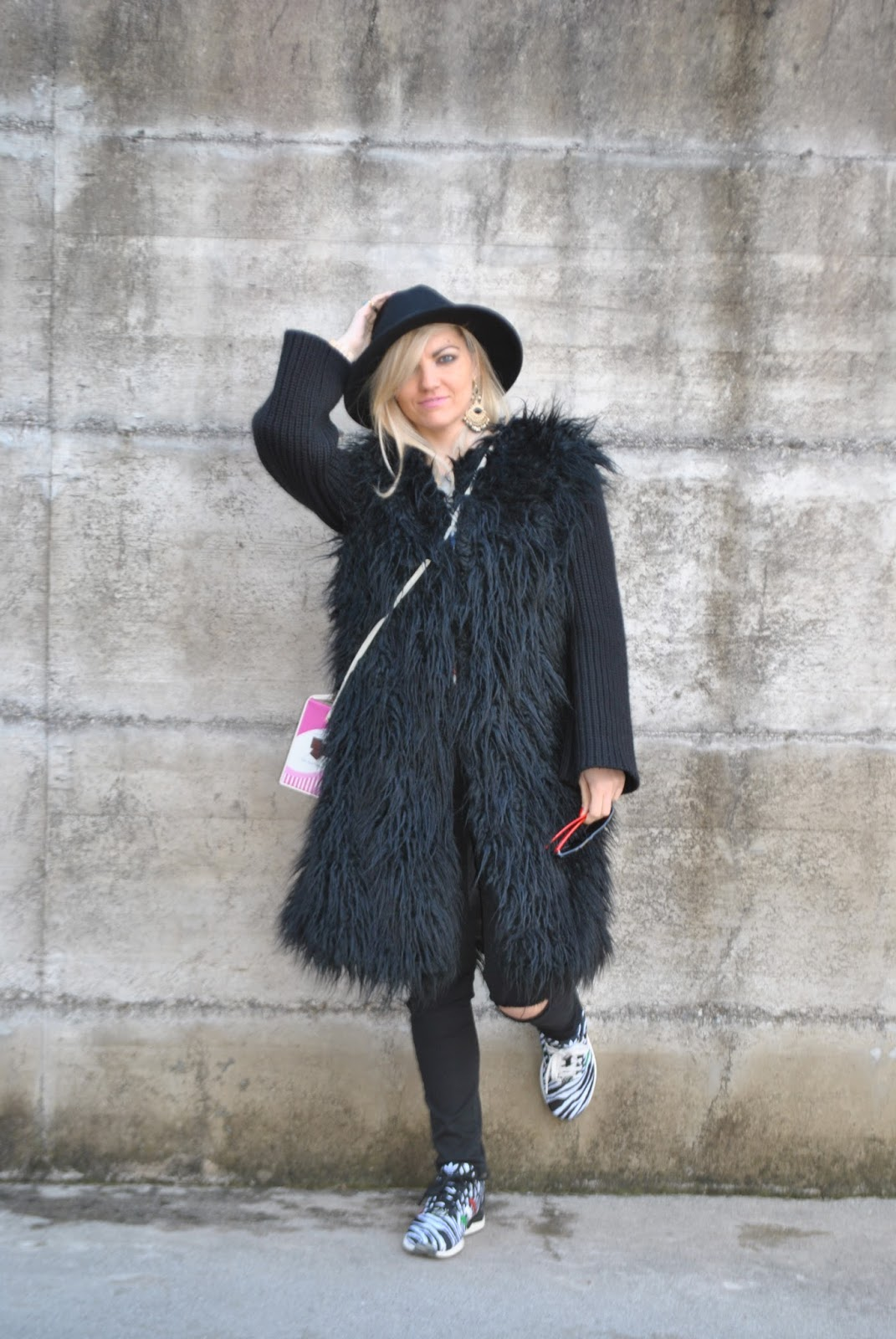 huge selection of 32cd3 5e132 Color-Block By FelyM.: BLACK FAUX FUR COAT - CAPPOTTO ...