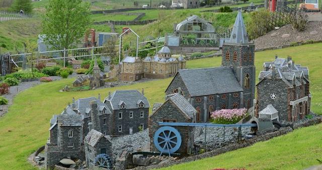 SELO - Izvrsna minijatura sela sagrađena u vrtu
