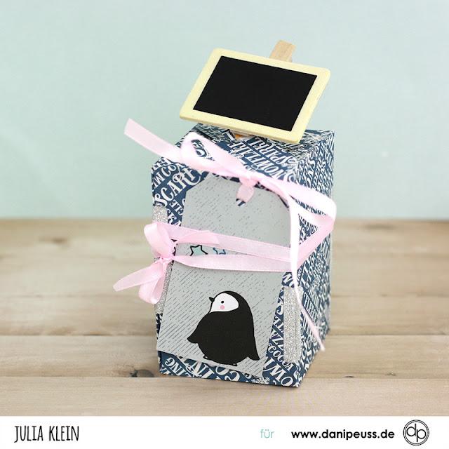 Geschenke verpacken ohne kleben mit dem WRMK Gift Box Punch Board |Videoanleitung von Julia Klein für www.danipeuss.de Scrapbooking Stempeln Mixed Media Printables Klartextstempel