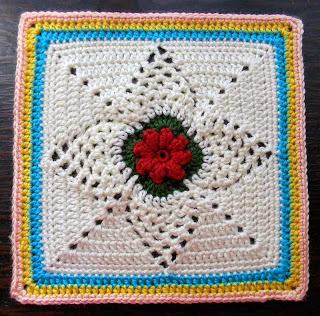Free granny square crochet pattern - Pineapple Dreams