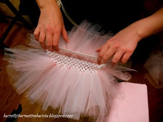 super easy cutsie tutu! by becraftybecreativebecute.blogspot.ca