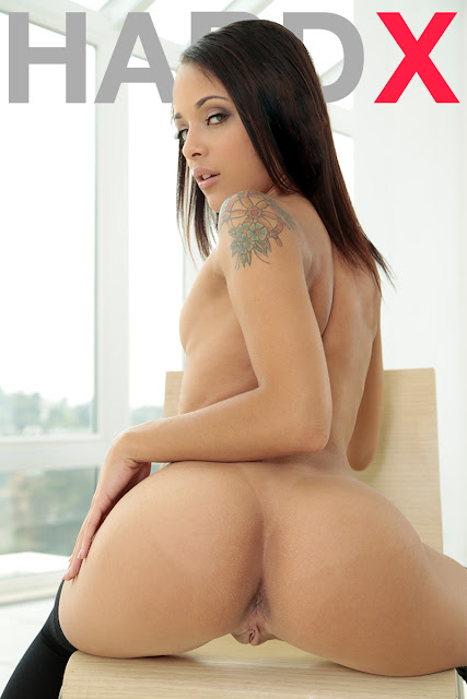 Holly Hendrix - 1st DP For Holly (HardX)