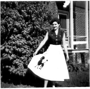 The Real 1950s Trend Wasnt Just For Poodle Skirts It Was Fun Circle With A Wide Range Of Cute And Kitschy Apliques