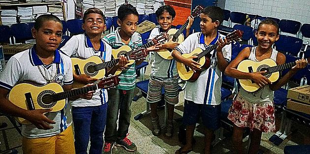 Projeto Música na Escola vem mudando a realidade dos alunos da escola Noêmia Bandeira em Delmiro Gouveia