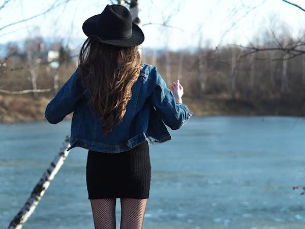 156. Stylizacja: mała czarna, jeansowa kurtka i kabaretki.