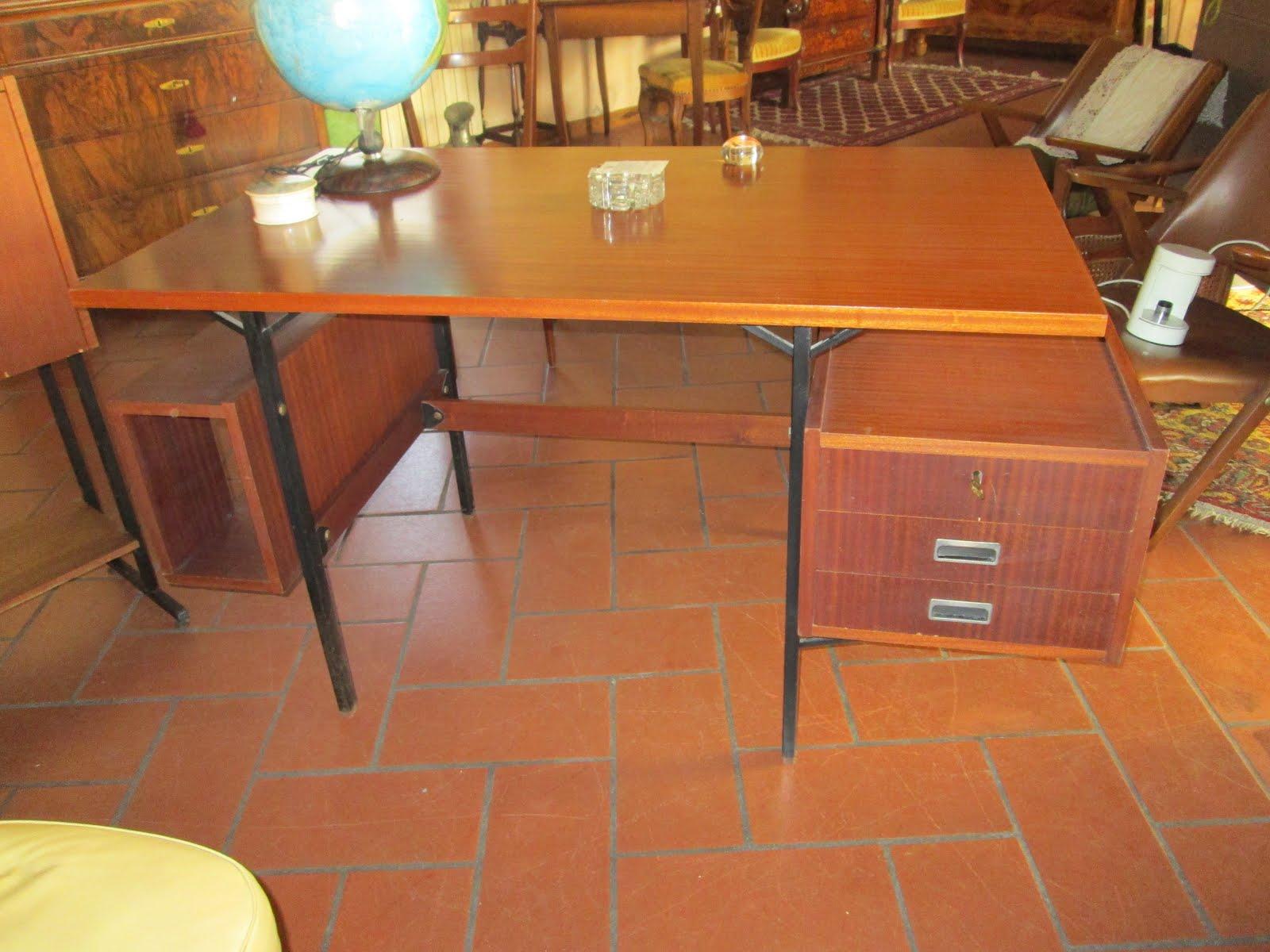 Scrivania In Teak.Scrivania Vintage Anni 60 In Teak Design Italiano