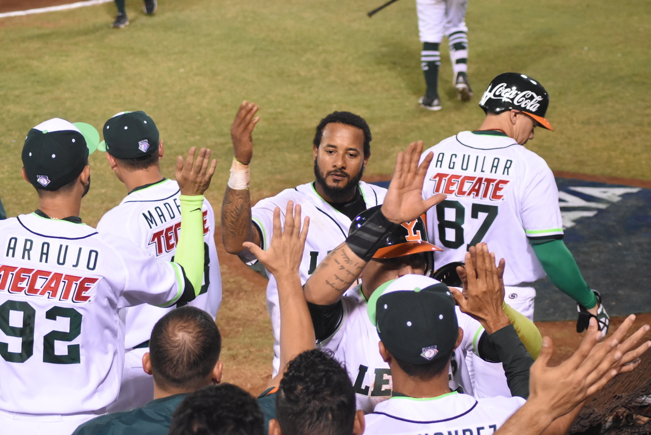 04210b9019e0d ... to key a five-run outburst in the sixth inning as the Yucatan Leones  defeated the Puebla Pericos