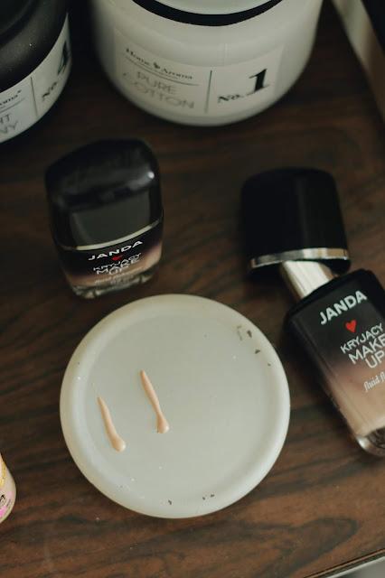 janda kryjący make up