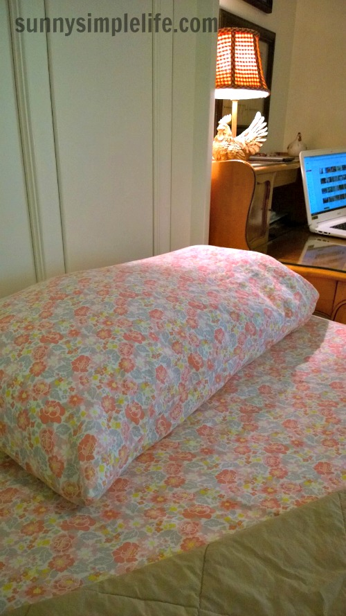 floral sheets, country bedroom