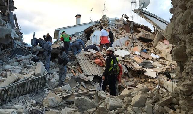 """""""La mitad del pueblo ya no está"""": al menos 37 muertos y 150 desaparecidos terremoto 6,2 en Italia"""