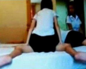 คลิปหลุดที่เคยเป็นข่าว อาจารย์ตั้งกล้องเย็ด3นักศึกษาสาวสวิงกิ้ง เรียงคิวขย่มเย็ดคาชุด