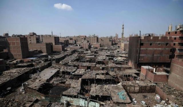 """تقرير صادم ل""""التايمز"""": فقراء مصر يفطرون على بقايا الأطعمة المتعفنة في رمضان"""