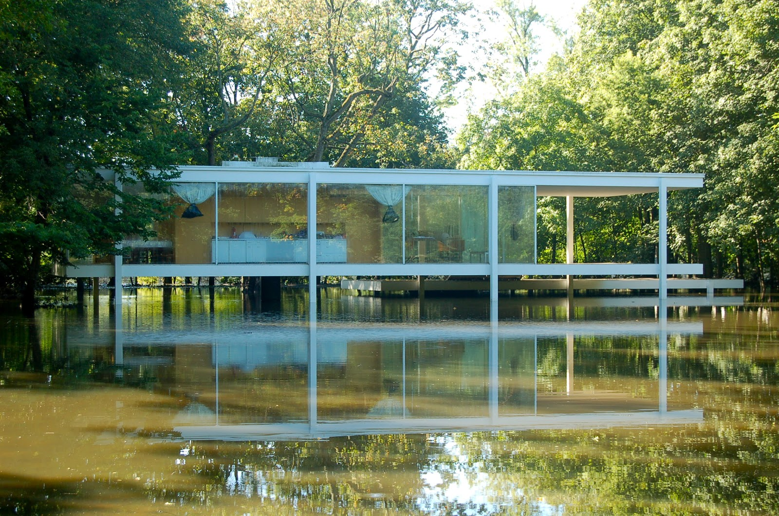 pilotes anciens off topic the farnsworth house. Black Bedroom Furniture Sets. Home Design Ideas