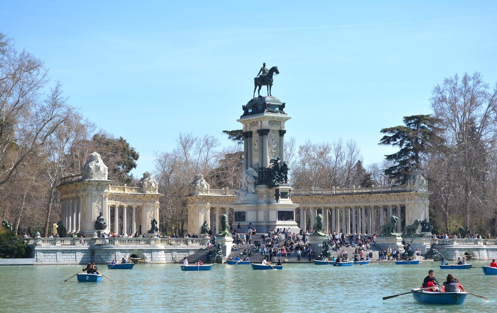 Retiro Park, Parque del Retiro, estanque del Retiro, row boats in Retiro