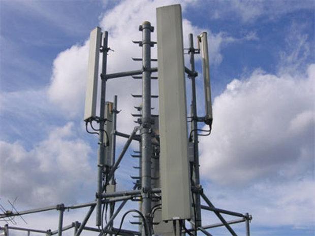 انفوجراف اتصالات الجيل الرابع 4G توفر سرعات أفضل من شبكة WiFi