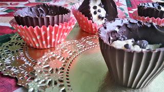 Рецепта за шоколадови кошнички с бадемова паста