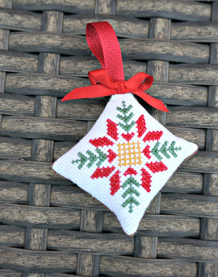 punto cruz, point croix, cross stitch, bordado, broderie, embroidery, Navidad, Noel, Christmas, adorno, ornament