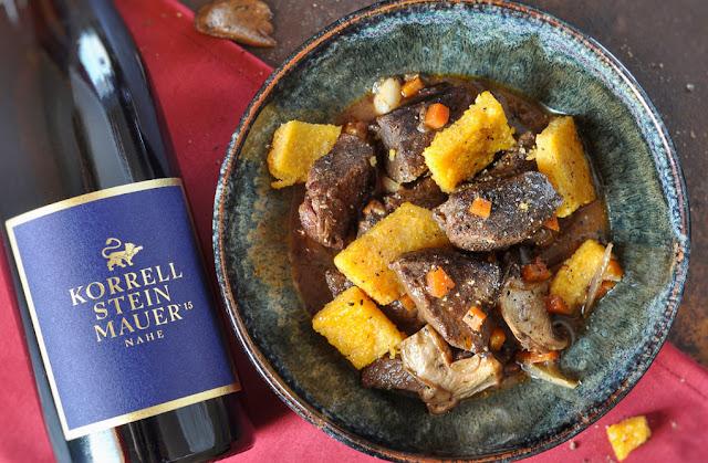 Provenzalisches Rinderragout mit Steinmauer Weißwein