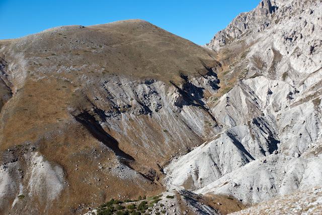 Vista sul vallone che porta alla sella delle Veticole