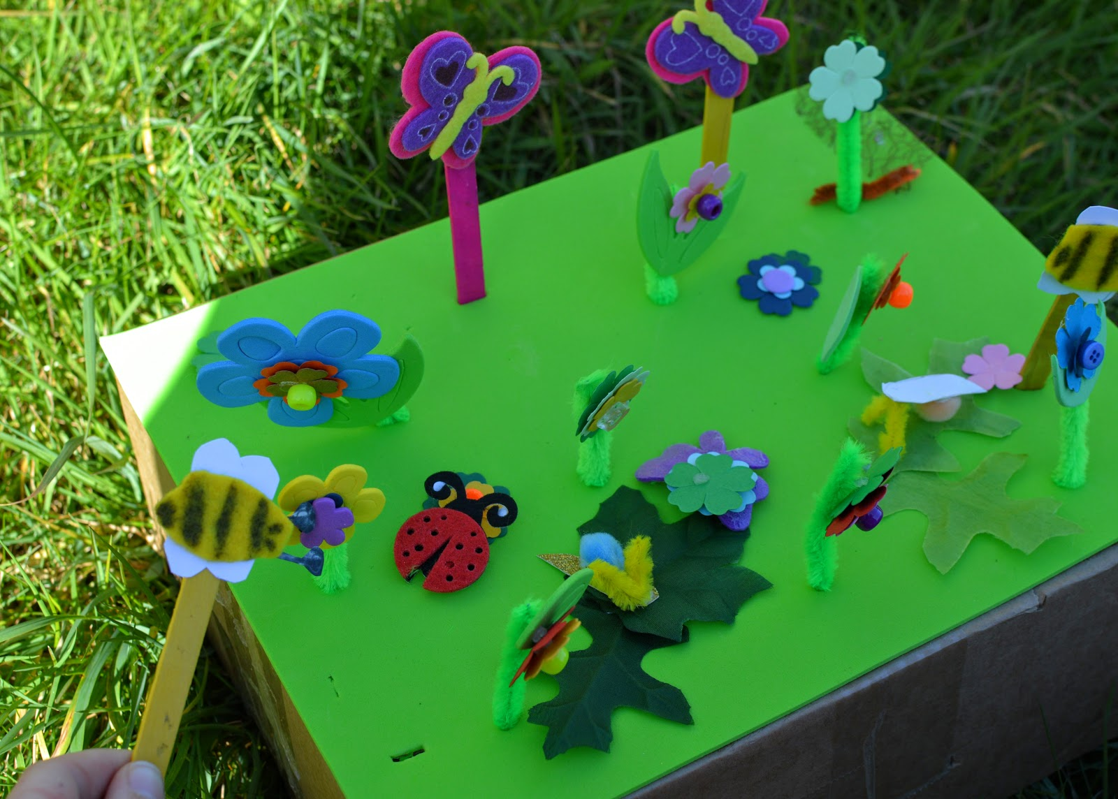 , Craft:  Make a Mini Beast, Flower and Bug, Garden Play Scene