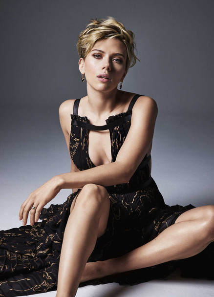 Скарлетт Йоханссон знялася в новій фотосесії для травневого номера журналу Cosmopolitan.