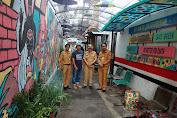 Lurah Jhoni Palar Apresiasi Kampung Warna-Warni di RT.013 RW.06 Jembatan Lima