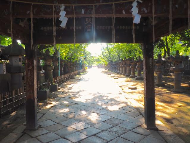 Path to Tosho-gu Shrine in Ueno Park, Tokyo, Japan