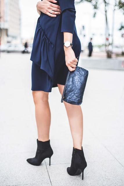 casual, styl, sukienka, granatowa sukienka, stylistka radzi, porady stylistki, idelana sukienka, szafa kapsułowa, trendy, jesienne , moda, sukienki,
