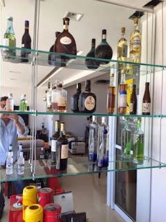 foto de prateleira de vidro suspensa por cabo de aço vários modelos