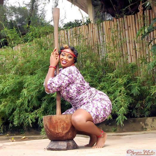 #NoBraDay: Afia Shwarzenegger puts raw breast on display