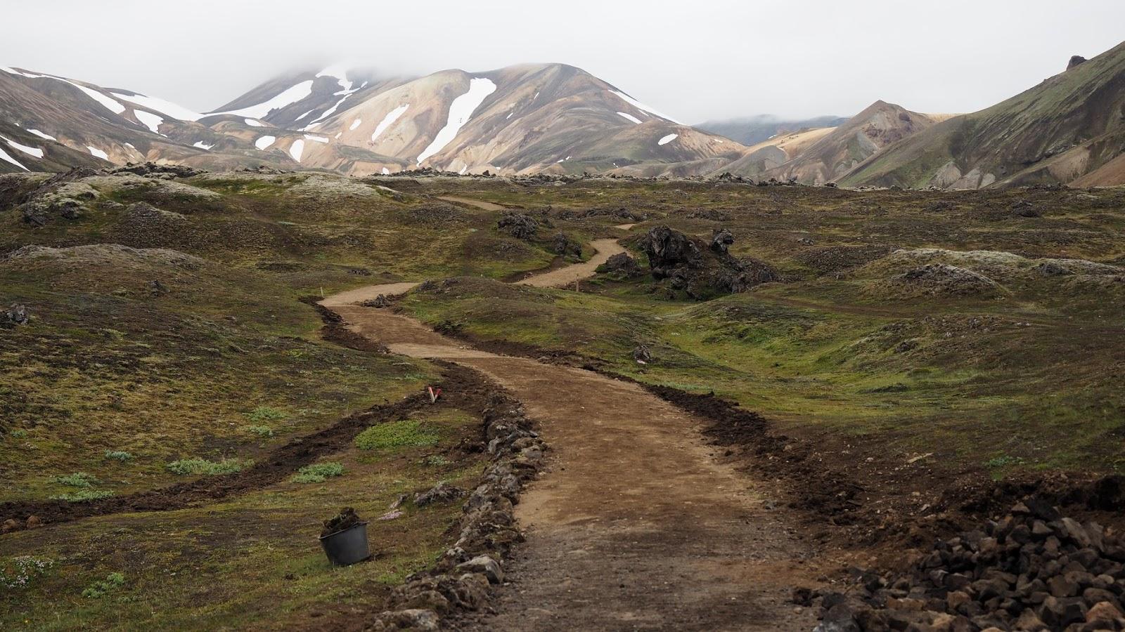 Islandia, trekking, kolorowe góry